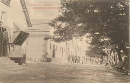 """CPA NOUVELLE CALEDONIE """"Ile Nou, Intérieur Du Camp Des Condamnés 8e Classe"""" / BAGNE - Nueva Caledonia"""