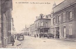 BAC19-  LE CROTOY DANS LA SOMME  LA RUE DE LA PORTE DU PONT     CPA  CIRCULEE - Le Crotoy