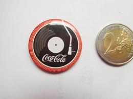 Badge ( No Pin's ) , Coca Cola , Musique , Microsillon - Coca-Cola
