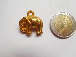 Bel Objet En Relief , ( No Pin's ) , éléphant - Animals