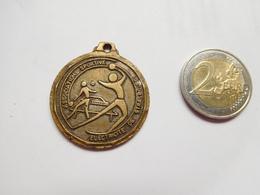 Belle Médaille  ( No Pin's ) , EDF , Association Sportive Electricité De Strasbourg , Tennis - EDF GDF