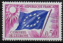 FRANCE   N° 32  * *  ( Cote 3e ) Conseil De L Europe Drapeaux - Neufs