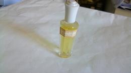 """Miniature De Parfum  Rochas  """"  Madame Rochas  """"  Bouchon Blanc Et Etiquette - Miniatures Modernes (à Partir De 1961)"""