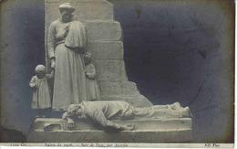 Art Sculpture Salon De 1906 Soir De Paye Par Jacopin ND Photo Femme Avec Petits Enfants Et Homme Allongé Sur Le Trottoir - Sculptures