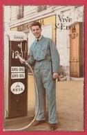 Pompiste Et Pompe à Essence Gasoil De La Marque AVIA ...années 60 ... Vintage  ( Voir Verso ) - Cartes Postales