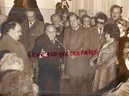 63- CLERMONT FERRAND- JEAN NOHAIN ET ROGER QUILLIOT MAIRE LORS INAUGURATION RUE FERNAND RAYNAUD-RARE PHOTO ORIGINALE - Personalidades Famosas