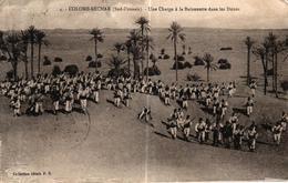 ALGERIE - COLOMB BECHAR SUD ORANAIS UNE CHARGE A LA BAIONNETTE DANS LES DUNES - Bechar (Colomb Béchar)