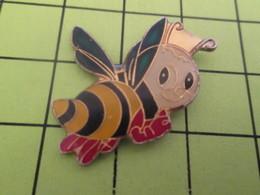 1015c Pin's Pins / Beau Et Rare : THEME : ANIMAUX / INSECTE ABEILLE GUEPE - Animals
