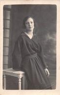 """¤¤  -  JOINVILLE-le-PONT   -  Carte-Photo D'une Femme  -  Tampon à Sec """" R. Rivière """" - Joinville Le Pont"""