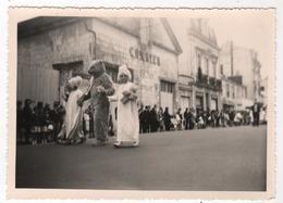 Photo Originale Carnaval Déguisements Enfant Peluche Et 2 Grands Ours Les Accompagnant Maison Combier Lieu à Identifier - Other