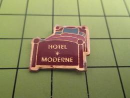 1015c Pin's Pins / Beau Et Rare : THEME : MARQUES / HOTEL MODERNE Y'a Un Lit , C'est Moderne !! - Trademarks