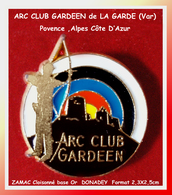 SUPER PIN'S TIR A L'ARC : ARC CLUB GARDEEN Ville De LA GARDE Dans Le 83 (Var) En ZAMAC Cloisonné Or DONADEY 2,3X2,5cm - Tir à L'Arc