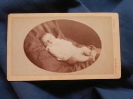 Photo CDV Grémion à Mâcon - Bébé Blond Couché Sur Le Dos, Circa 1880 L448A - Photographs