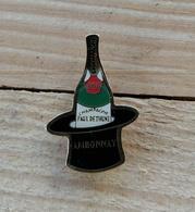 Pin's / Pins / Beau Et Rare / Thème : Boissons / CHAMPAGNE PAUL DETHUNE à Ambonnay (Bouteille Dans Un Sceau) - Beverages