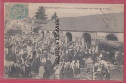 79 - MONCOUTANT---Les Halles Un Jour De Foire---Trés Animé - Moncoutant