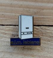 Pin's / Pins / Beau Et Rare / Thème : Plomberie, Chauffage / E.l.m. Leblanc (Chaudière Mural Gaz) - Badges