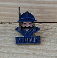 Pin's / Pins / Beau Et Rare / Thème : Militaria / VERDUN (Soldat, Poilu) - Army