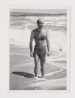 #55925 Vintage Orig Photo Good Looking Man Swimmer With Trunks Summer Beach Portrait - Personnes Anonymes