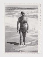 #55925 Vintage Orig Photo Good Looking Man Swimmer With Trunks Summer Beach Portrait - Personas Anónimos