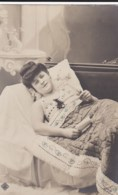 AL63 Glamour - Lady Reading A Letter In Bed - Women