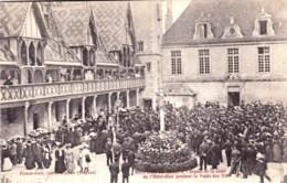 21 - Hospice De Beaune ( Cote D Or )  Aspect De La Cour De L Hotel Dieu Pendant La Vente Des Vins - Beaune