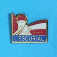 1 PIN'S //  ** BRASSERIE L'ESCURIAL / PARIS ** - Bière