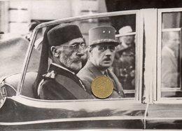 Photo De Presse. Le Général De Gaulle Et Le Bey De Tunis Mohamed Lamine Pacha. - Personalidades Famosas