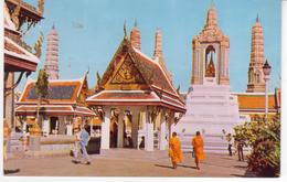 °°° 13364 - THAILAND - BANGKOK - INSIDE THE GROUNDS OF WAT PHRA KEO - 1976 °°° - Tailandia