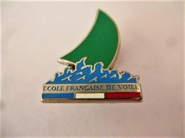 PINS ECOLE DE VOILE FRANCAISE / VOILE VERTE / Signé Décat Paris / 33NAT - Voile
