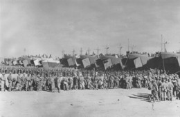 Tunisie - De TUNIS à Sienne - Départ Du C.E.F. Pour L'Italie - Devant Chaque Transport Les Sections Stationnent -Bateaux - Tunisia
