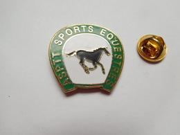 Beau Pin's En EGF , La Poste , ASPTT Sports Equestres , Cheval - Mail Services