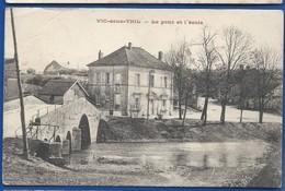 VIC-SOUS-THIL   Le Pont Et L'école - Frankrijk