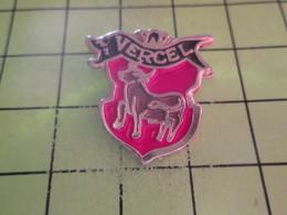 313c Pins Pin's / Rare & Belle Qualité THEME ANIAMUX / VACHE MARRON VERCEL - Animals