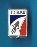 1 PIN'S  //   ** F.C.M.P.N. ** FÉDÉRATION CLUB MOTOCYCLISTE POLICE NATIONALE ** - Police