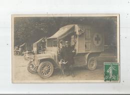 CAMIONS CROIX ROUGE EN RANGEE CARTE PHOTO GUERRE 1914 1915 (MILITAIRE FRANCAIS ET CHIEN) 1915 - Guerra 1914-18