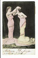 CPA - Carte Postale-Belgique -Une Jeune Femme Plaçant Une Couronne De Fleurs Sur La Tête D'une Autre Dame-1904 VM4659 - Femmes