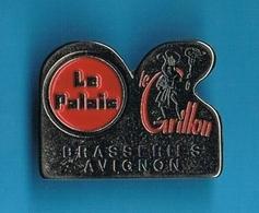 1 PIN'S  //   ** LE PALAIS / LE CRILLON / BRASSERIE / AVIGNON ** - Bière