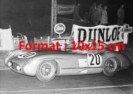 Reproduction Photographie Ancienne Du Pilote Pierre Levegh Au Volant De Sa Mercedes Benz N°20 Aux 24 Heures Du Mans 1955 - Reproductions