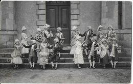 COSNE-SUR-LOIRE 58 NIÈVRE CARTE PHOTO FÊTE SCOLAIRE ?? CARNAVAL ?? DÉGUISEMENT MARQUIS MARQUISE ?? 19 AVRIL 1924 - Cosne Cours Sur Loire