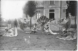 COSNE-SUR-LOIRE 58 NIÈVRE CARTE PHOTO GROUPE FOLKLORIQUE GYMNASTIQUE ?? DANSEUSES DÉGUISEMENT LES PAONS ?? - Cosne Cours Sur Loire