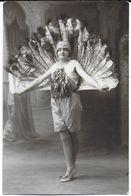 COSNE-SUR-LOIRE 58 NIÈVRE CARTE PHOTO GROUPE FOLKLORIQUE GYMNASTIQUE ?? DANSEUSES DÉGUISEMENT UN PAON ? 31/08/1929 - Cosne Cours Sur Loire