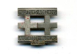 """Broche - Insigne / Croix Rouge 1940 """"Helftuns - Aidez Nous - Aiutateci - Güdeins"""" - Associations"""