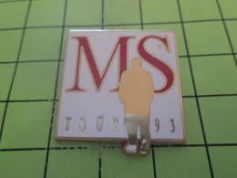 415a Pins Pin's / Rare & Belle Qualité THEME MUSIQUE / MICHEL SARDOU MS TOUR 1993 Par STARPIN'S - Music