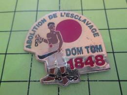 415a Pins Pin's / Rare & Belle Qualité THEME AUTRES / 1848 ABOLITION DE L'ESCLAVAGE Oncle DOM TOM - Autres