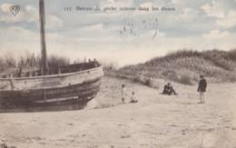 AN25 Shipping - Bateau De Peche Echoue Dans Les Dunes - Fishing Boats