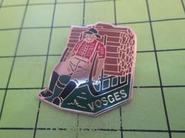 415b Pins Pin's / Rare & Belle Qualité THEME AUTRES / VOSGES SCHLITTEUR SCHLITT ORANGE OU SCHLITT CITRON ? Du Marocain ! - Badges