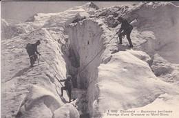 74----CHAMONIX--ascension Perilleuse--passage D'une Crevasse Au Mont-blanc--voir 2 Scans - Chamonix-Mont-Blanc