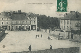 Neuvy Grandchamp Place De L Eglise  Edit Chaudioux  Vers Lagoutte Negociant Blanzy - Autres Communes