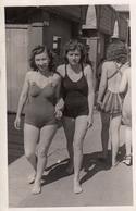 Girls In Swimmsuit Lesbian Int Real Photo Postcard 20s - Fotografia