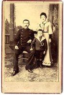 PORTRAIT DE MILITAIRE AVEC SA FAMILLE   ROSSET COMPIEGNE  PHOTO COLLEE SUR UN SUPPORT CARTONNE - War, Military